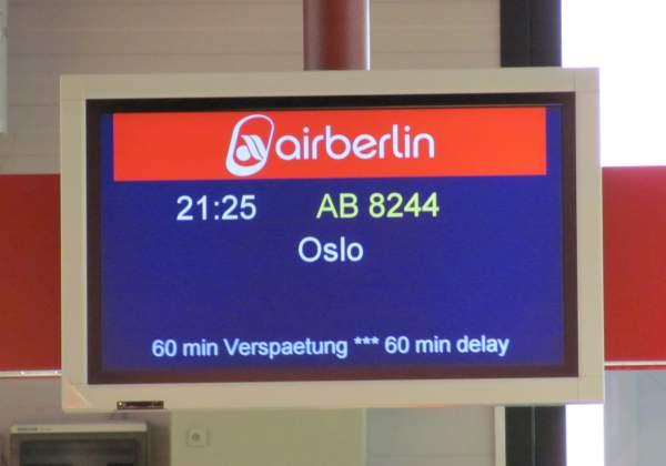Der Flieger nach Oslo lässt auf sich warten.
