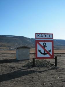 Nicht ankern! Hier kommt das Übersee-Datenkabel auf Spitzbergen an.