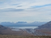Blick übers Adventdalen hinaus auf den Fjord
