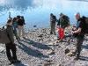 Unser Guide erklärt uns, was es mit den Versteinerungen am Strand auf sich hat